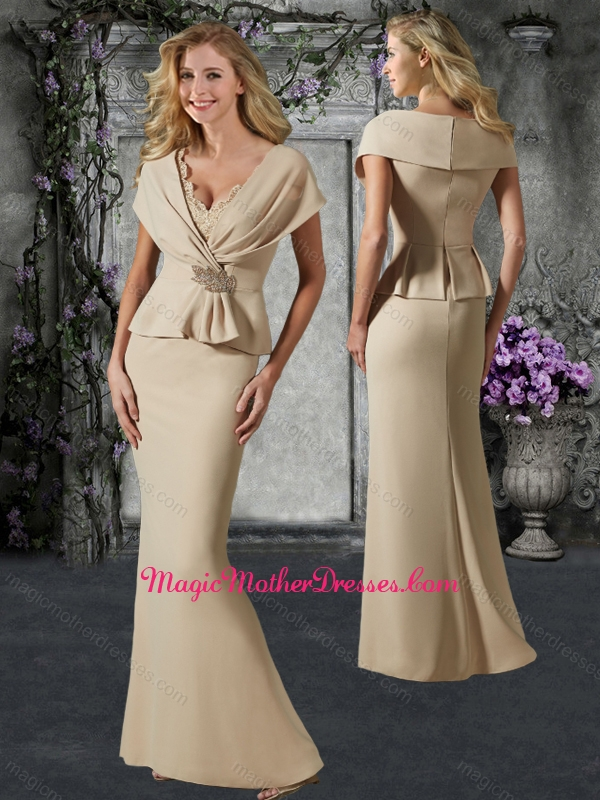 2016 Elegant V Neck Champagne Mother of The Bride Dress with Lace