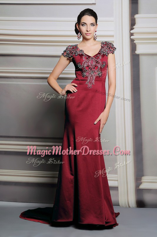 Inexpensive Burgundy Satin Side Zipper Mother of the Bride Dress Short Sleeves Court Train Appliques