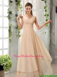 2016 Cheap Ruching V Neck Chiffon Mother Of The Bride Dresses in Champagne