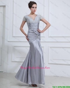 Wonderful Mermaid V Neck Mother Of The Bride Dresses with Beading in Silver