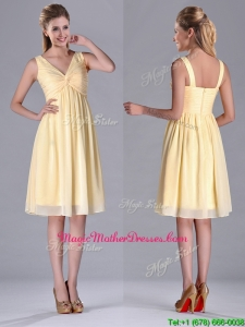 Empire Light Yellow V Neck Knee Length Short Mother Of The Bride Dress with Ruching