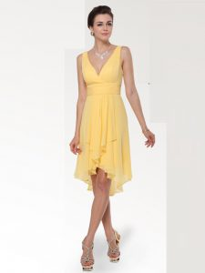Affordable Knee Length Yellow Mother Of The Bride Dress V-neck Sleeveless Zipper