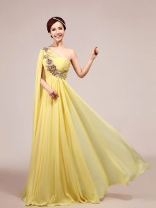 One Shoulder Sleeveless With Train Appliques and Ruching Zipper Mother Of The Bride Dress with Light Yellow Sweep Train