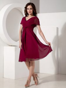 Luxurious Short Sleeves Knee Length Ruching Zipper Mother Of The Bride Dress with Fuchsia