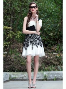 White And Black Chiffon Criss Cross One Shoulder Sleeveless Knee Length Mother Dresses Lace
