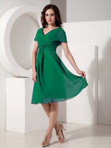 Glittering Dark Green Short Sleeves Ruching Knee Length Mother Dresses