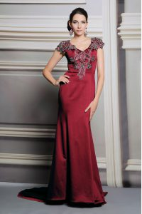 Customized Burgundy Side Zipper Mother of Groom Dress Appliques Short Sleeves Court Train