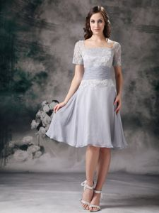 Square Neck Short Sleeves Gray Short Mother Dress in Chiffon And Lace
