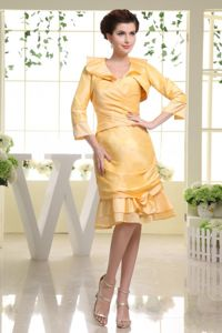Knee-length Yellow Taffeta Mother of the Bride Dress with Flounced Hem