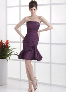Strapless Dark Purple Short Mother of the Bride Dresses with Flounced Hem