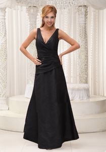 V-neck Black Modest 2013 Pleated Mother Bride Dresses in Gruetli Laager