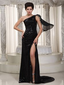 Black One Shoulder Sequined over Mother of Bride Dress with Watteau