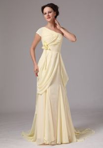 Flower One Shoulder Light Yellow Chiffon Train Waldorf Mother Dress