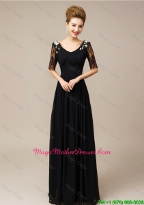Gorgeous Half Sleeves Laced Black Mother Dresses with V Neck