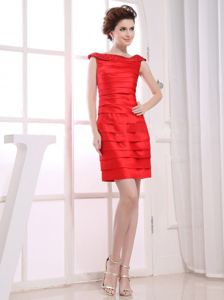 Best Red Ruched Mini Mother of Bride Dresses with Beaded Bateau Neck