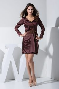 V-neck Long Sleeves Burgundy Mother Bride Dress with Appliques in Mini-length