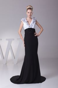 White and Black V-neck Ruffles Mother Dresses for Formal Prom in MD